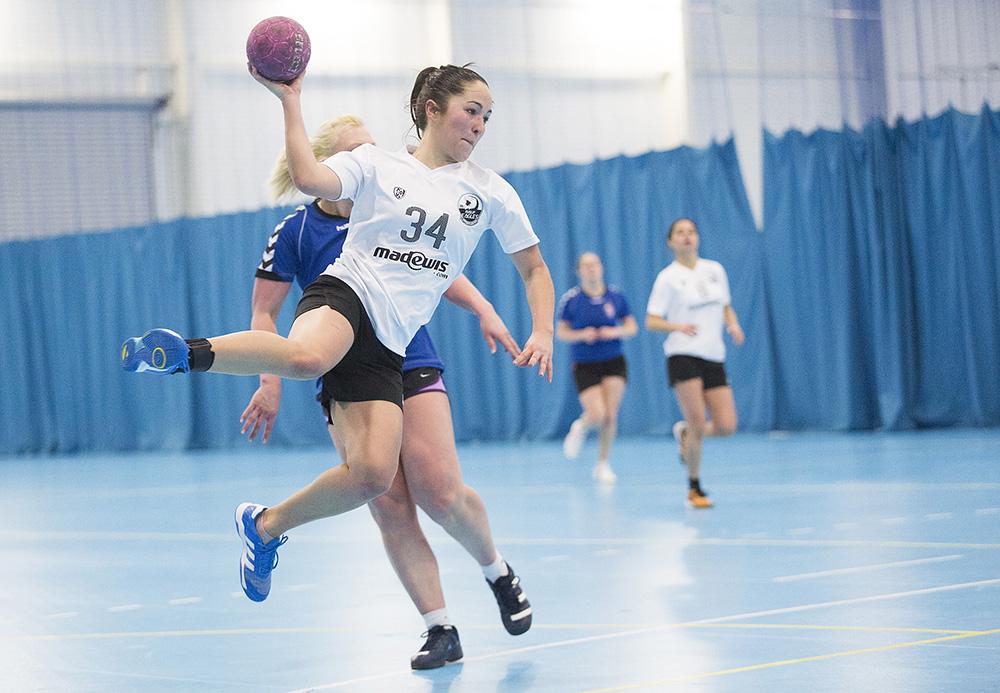 Woman throwing a handball