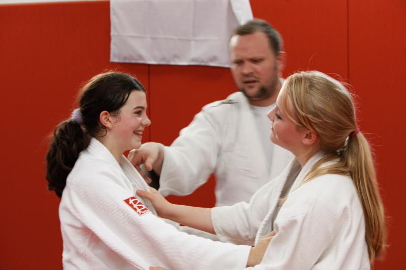 two girls starting combat