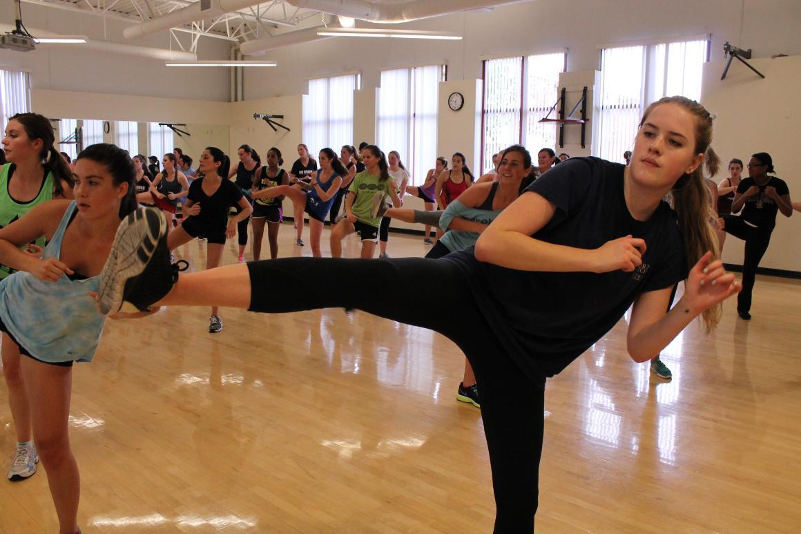 All female kickboxing class
